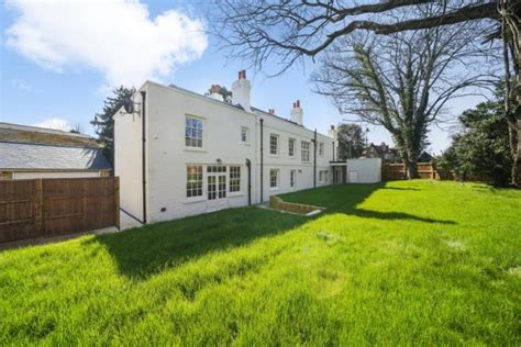 6 bedroom detached house for sale in Church Road, Hanwell