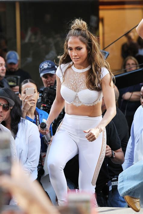 Jennifer Lopez - Performs on The Today Show in Rockefeller