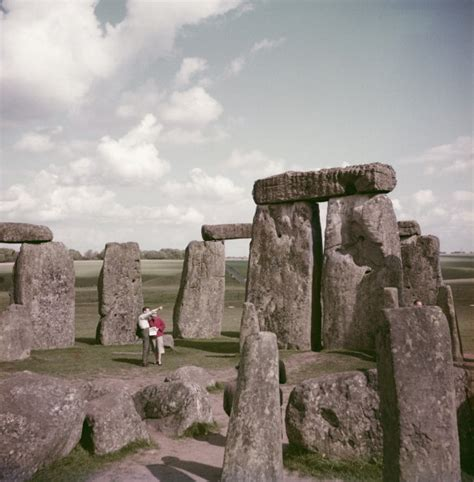 Archaeologists Reveal that Stonehenge was a Complete Circle