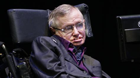 Stephen Hawking Joins Facebook Ahead of 'Theory of