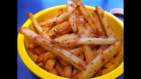 HOW TO MAKE HOMEMADE FRENCH FRIES: Oven baked and deep