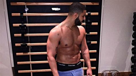 Drake Posted a Picture of His Abs and People Don't Even